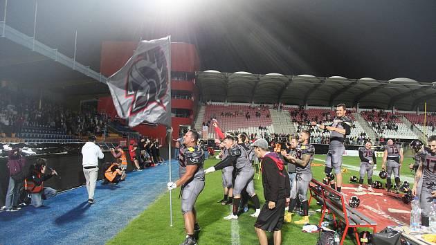 Ve finále ligy amerického fotbalu zdolali Vysočina Gladiators obhájce trofeje Prague Lions 23:0 a získali první titul ve své historii.