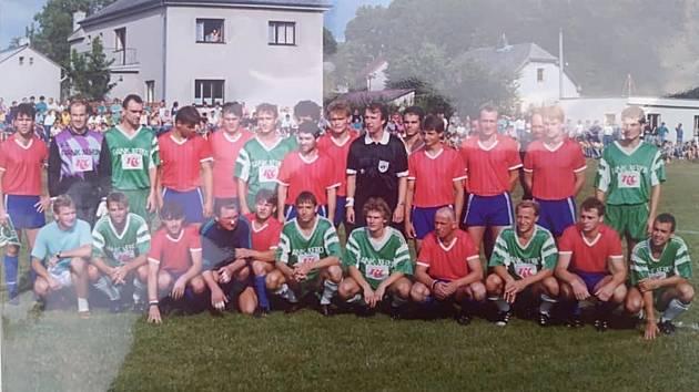 Zápas s pražskými Klokany byl velkou slávou nejen pro místní fotbalisty, ale také pro fanoušky, kterých se okolo hřiště vměstnalo přes dva tisíce.