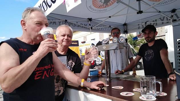 Veget a pohoda s pivem v zeleném ráji uprostřed historického města. To byl šestý ročník Pivního festu v Telči.