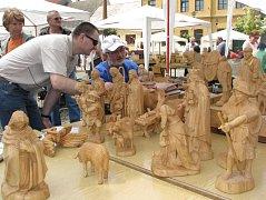 Tolikrát už se na třešťském náměstí setkali řezbáři, aby ukázali umění s pilami, dláty a dalšími nástroji na opracovávání dřeva.