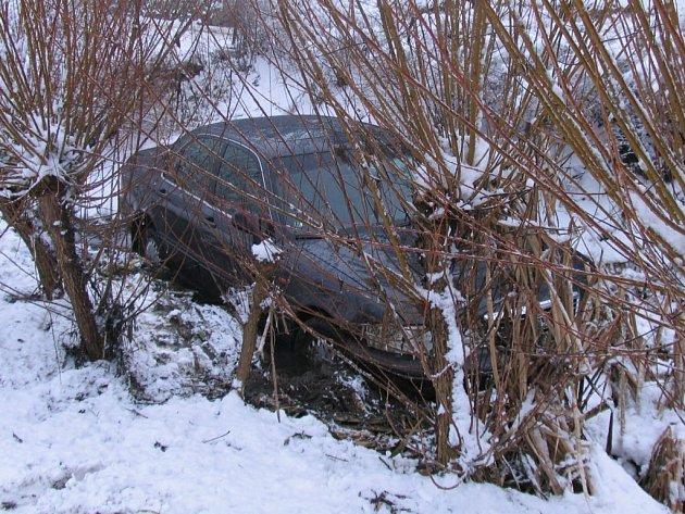 Na silvestrovskou jízdu nezapomene řidič auta značky Honda, který projížděl po jedné hodině odpoledne Větrným Jeníkovem na Jihlavsku.