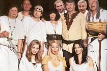 Na otázku, jak byly položeny základy české manželské nevěry, naleznete odpověď v komedii Dívčí válka v autorském podání Františka Ringa Čecha.