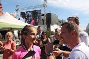 Lucie Maršánová při rozhovoru krátce po doběhu.