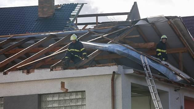 Vichřice Sabine poškodila 10. února 2020 několik střech v Rohozné na Jihlavsku.