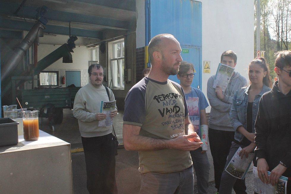 Čistírnou veřejnost prováděl technolog odpadních vod Pavel Straka.
