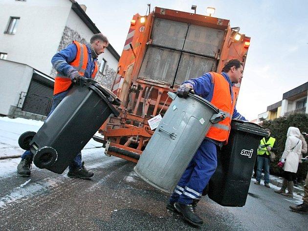 Poloprázdné. Podle jihlavské radnice se efektivita svozu zvýšila, nezřídka se totiž vyvážely poloprázdné nádoby.