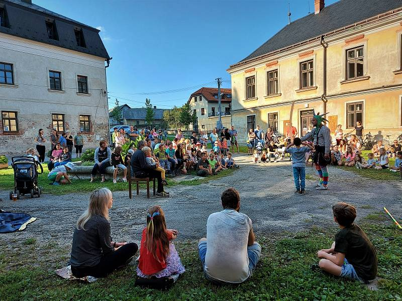 Po pouti, která se konala začátkem září, se v Jeníkově opět budou bavit. Tentokrát pro dobrou věc.