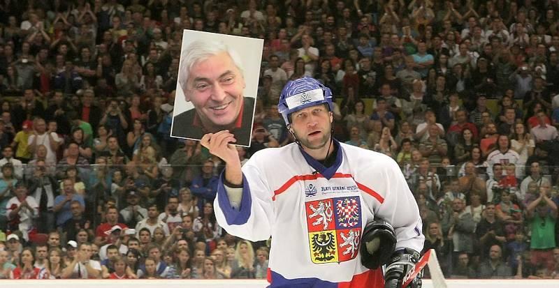 Utkání se hrálo jako pocta legendárnímu trenérovi této éry Ivanu Hlinkovi, který před deseti lety zahynul při autonehodě.