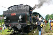 Návrat do starých časů. Tuto sobotu vyjede z telčského nádraží vlak tažený parní lokomotivou. Jeho trasa povede do Hodic, kde se cestující mohou těšit na podvečer s country hudbou.