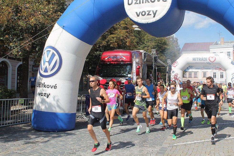 Start závodu proběhl v pravé poledne.