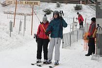 Vlek na Šacberku se rozjel v pátek krátce před čtrnáctou hodinou. Hned odpoledne se tam začali trousit nedočkaví lyžaři.