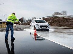 Senioři budou zdkonalovat své řidičské schopnosti za volantem vlastního vozu.