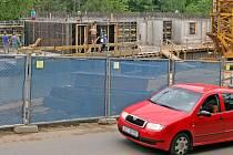 Nová osmipodlažní rezidence, která se staví v Jihlavě v lokalitě  Heulos, úspěšně roste.