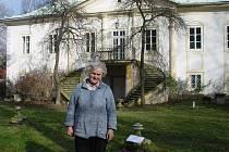 Sedmaosmdesátiletá Eva Matějková je pro někoho člověk, který brání obnově parku v Úhrově. Ona si však stojí na svém a říká, že bojuje za záchranu kulturní památky, která je v ohrožení.