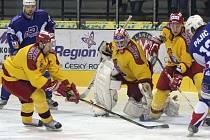Jihlavští hokejisté (ve žlutém útočník Tomáš Hradecký) narazí v úvodním kole nového ročníku první ligy na známého soupeře. Vrchlabí jim vystavilo stopku v předkole play off minulé sezony.