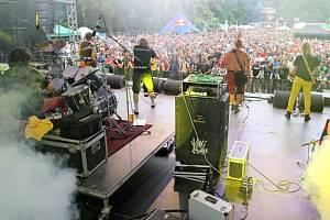 V pátek zábavu na Vysočina festu rozproudila česká punková kapela Visací zámek. Ten poté vystřídal Xindl X a Marek Ztracený. Na hlavní scéně v pátek vystoupila Hana Zagorová, Michal Hrůza, Kabát a slovenská kapela No name.