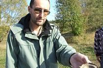 Středověké sídliště našli archeologové při průzkumu odbahňovaného rybníka v Batelově.