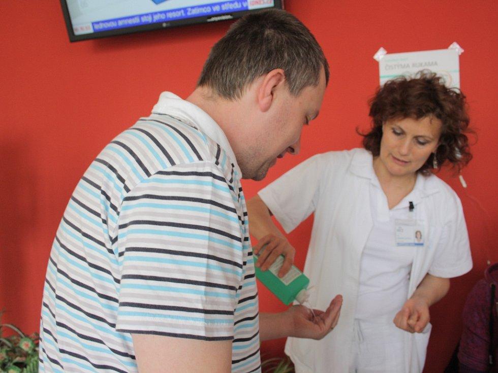 Na Den zdraví odborníci poradí, jak si správně mýt ruce.