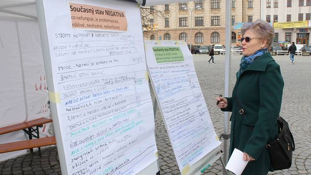 Jihlavská radnice zjišťovala názory obyvatel na centrum krajského města přímo na Masarykově náměstí.