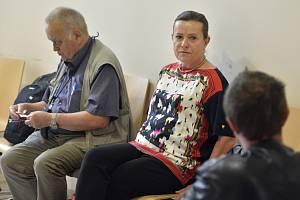 Bývalá šéfka Energetického regulačního úřadu (ERÚ) Alena Vitásková čeká 12. srpna 2019 na jednání jihlavského okresního soudu.