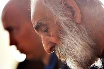 Osmašedesátiletý bezdomovec Pavol Turták se u soudu tvářil sklesle a netečně. Za jeho činem byla dílem opilost a dílem možná i touha po ukončení života na ulici.