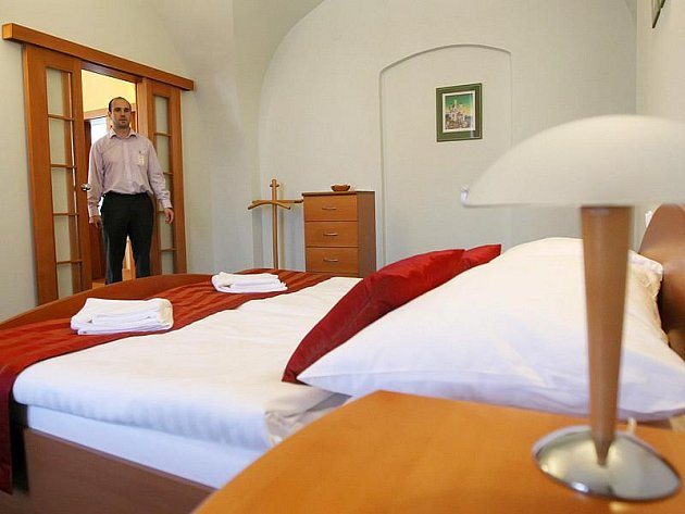 Jedno z apartmá v jihlavském Mahleru označují jako prezidentské. Na snímku je zachyceno dvoulůžko v tomto apartmá.