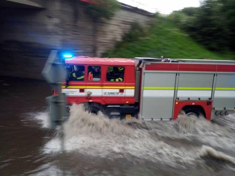 Voda pod viaduktem v Pelhřimově - červenec 2021.