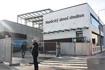 Dřevěná stěna kolem nové tréninkové haly zimního stadionu v jihlavské Tyršově ulici již zmizela.