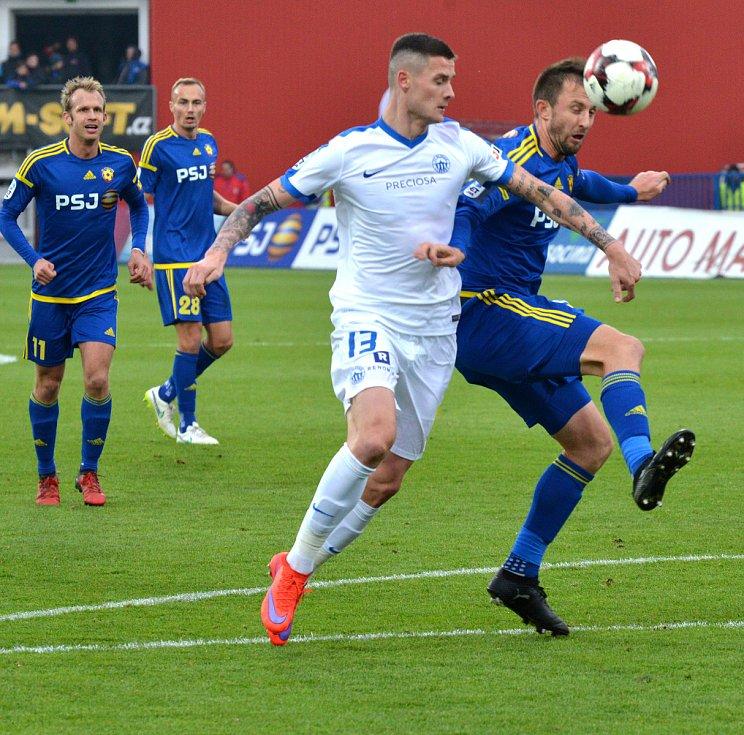 Fotbalový zápas mezi Jihlavou a Libercem.