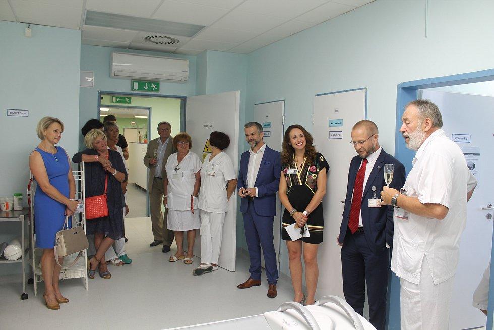 Slavnostního uvedení přístroje SPECT/CT do provozu se vedle vedení nemocnice účastnili i zástupci Kraje Vysočina.