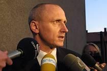 Vedení třebíčské nemocnice a vedení kraje Vysočina se v říjnu 2007 omluvilo oběma rodinám a potrestalo pět lidí z personálu. Na snímku ředitel nemocnice Petr Mayer.