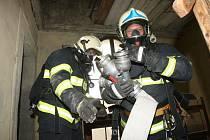 Hasiči zasahují u různých požárů. V Jihlavě to bylo na půdě bytového domu.