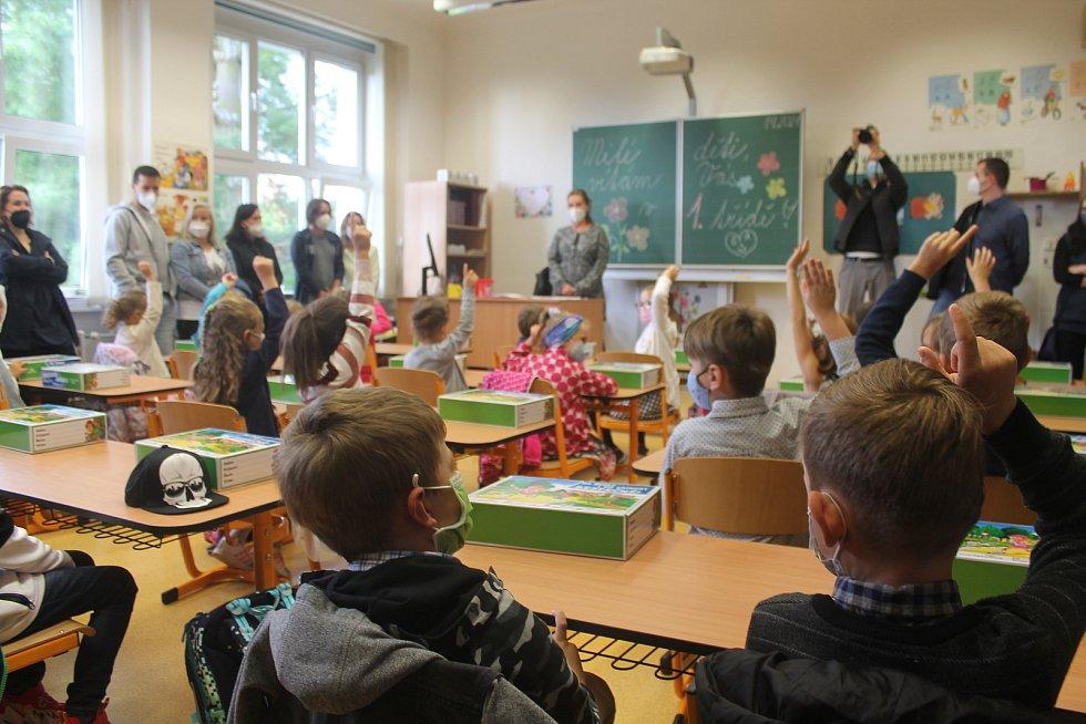 Atmosféra v první třídě byla uvolněná.