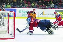 Na konci první třetiny předvedl první jihlavský útok výbornou kombinaci, na jejímž konci stál kapitán Tomáš Čachotský, který otevřel skóre zápasu.