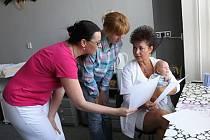 Návštěva poradny zabere maminkám asi hodinu. Objednat se mohou telefonicky.
