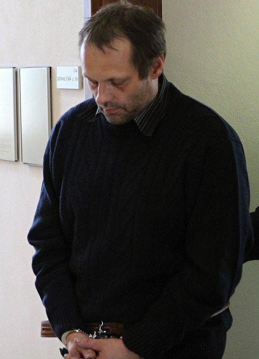 Ladislav Barák odchází od soudu v poutech