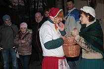 Na konec roku si jihlavská zoo připravila tradiční vánoční prohlídky. Návštěvníci si zoo tentokrát prošli ve společnosti červené Karkulky.