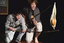 Lovení chleba. Slavný motiv historky Arnošta Lustiga se stal součástí hry Nemilovaná studentů z TRIVISU.