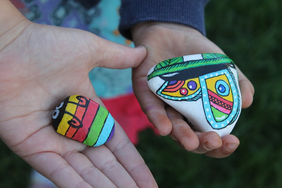 Kamínkování je zábava pro celou rodinu, často se jedná o hotová umělecká díla.