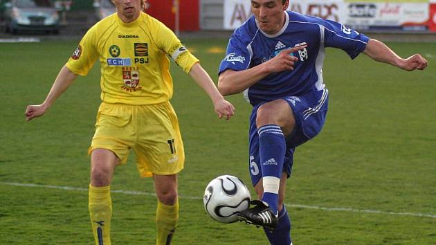 Kapitán jihlavských fotbalistů Petr Vladyka (ve žlutém)