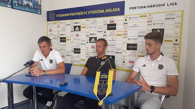 Trenér Jan Kameník, ředitel klubu Lukáš Vaculík, útočník Filip Vedral (zleva).