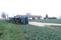 Vrakoviště. I tak lze označit problémovou křižovatku nedaleko Markvartic. Poslední nehoda se na ní udála toto úterý. Řidič automobilu nedal přednost v jízdě, a srazil se s nákladním autem. Všichni účastníci nehody přežili, ale ne vždy to tak dopadne.