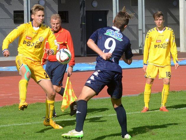 Fotbaloví starší dorostenci (ve světlém) uhráli v Českých Budějovicích nerozhodný výsledek 1:1.