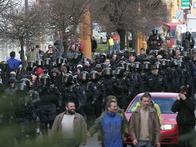 Pochod neonacistů Jihlavou z konce března vyšel daňové poplatníky na jeden milion korun.