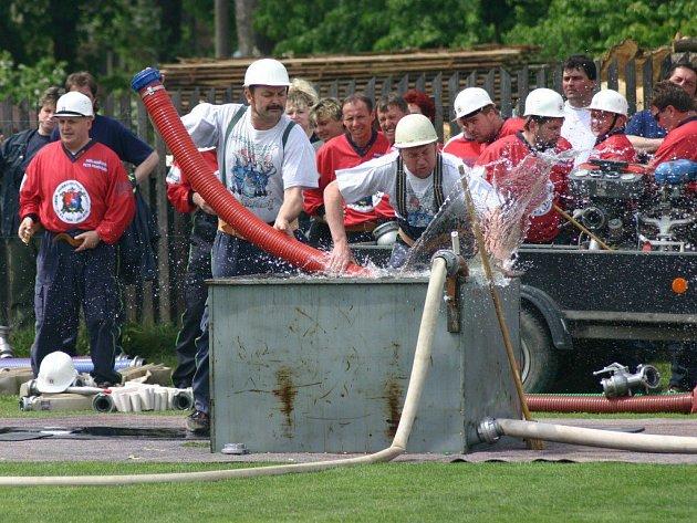 Na hřišti ve Velkém Beranově včera soutěžilo celkem osmadvacet hasičksých družstev.