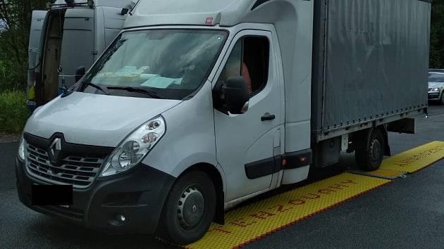 Dodávka na dálnici u Velkého Beranova byla přetížena téměř o půl tuny