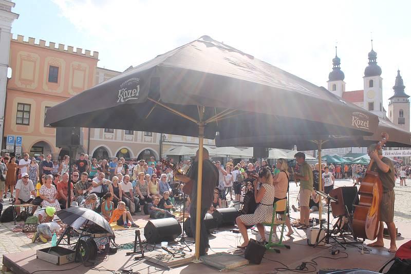 Kulturní život zpestřil i koncert na náměstí.