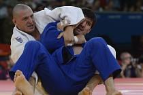 Lukáš Krpálek (v bílém kimonu) ve čtvrtfinále nad Rusem Chajbulajevem dlouho vedl, ale v závěru neodolal útoku soupeře a po další porážce od Grola skončil na děleném sedmém místě.
