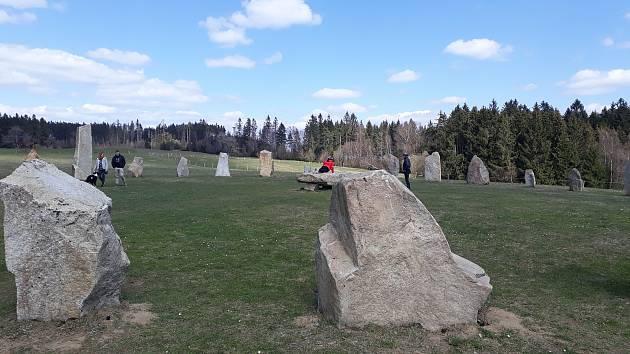 Resort Svaté Kateřiny v Počátkách bez návštěvníků. Kamenný kruh Druidů je i přesto v obležení turistů.