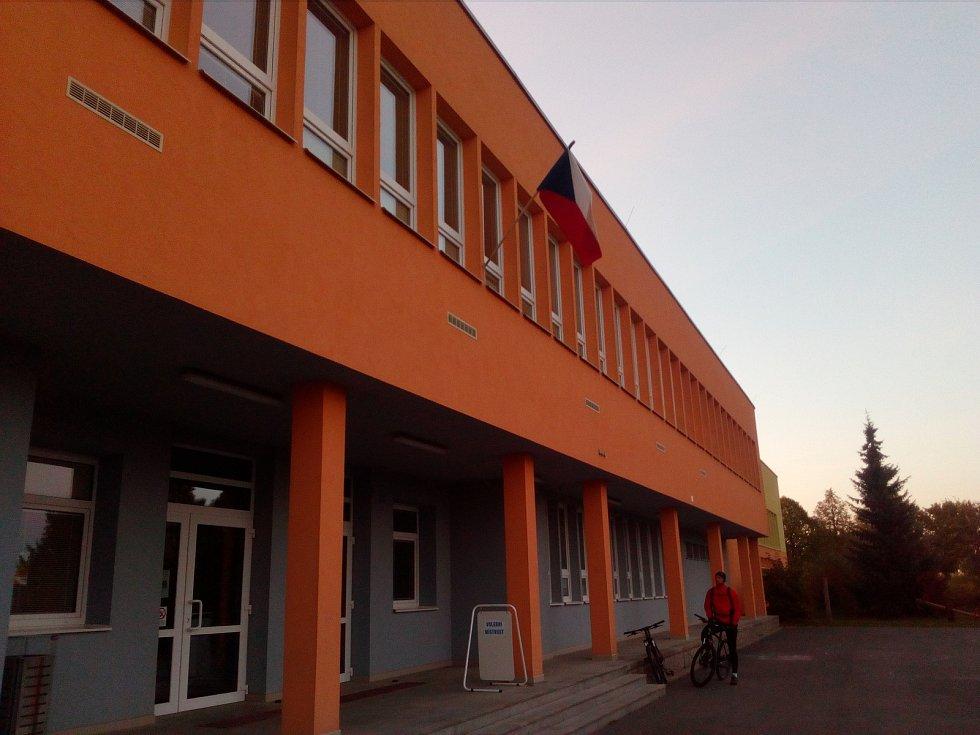 Ve Velkém Beranově probíhají volby v budově základní školy.